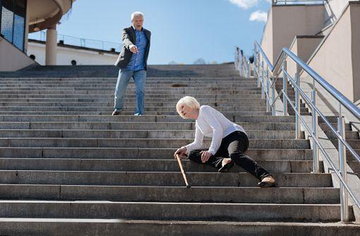 La prise récente d'opiacés par les personnes âgées est associée à une augmentation du risque de chute et de mortalité toutes causes (illustration).