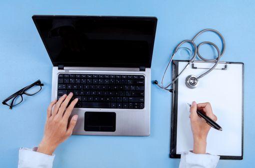 La prescription en DC est obligatoire à partir du 1er janvier 2015, qu'elle soit effectuée via un LAP ou manuscrite (illustration).