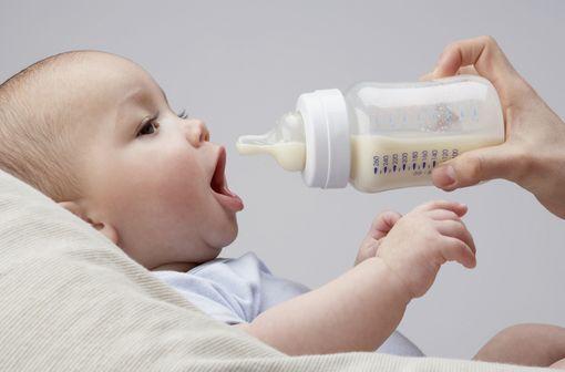 L'allergie aux protéines de lait de vache est une forme d'allergie alimentaire qui touche surtout les nourrissons et les enfants de moins de trois ans (illustration).