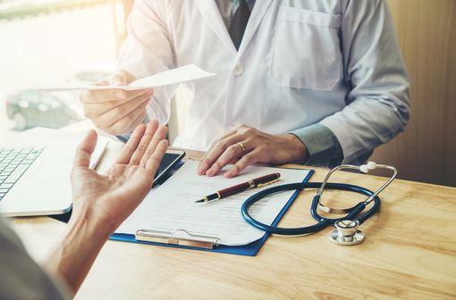 Le service médical rendu, ou SMR, par les médicaments dans leurs différentes indications sert aux administrations de santé à définir leur taux de remboursement (illustration).