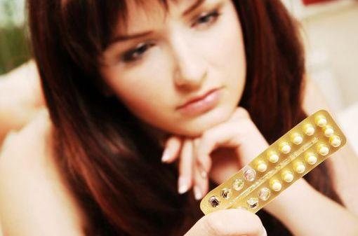 La meilleure contraception, indépendamment des risques, est celle qui est le mieux acceptée par les utilisatrices (illustration).