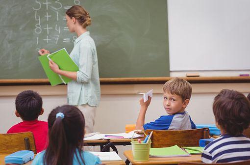 Le méthylphénidate est notamment utilisé dans la prise en charge de troubles déficitaires de l'attention avec hyperactivité (TDAH) chez l'enfant (illustration).