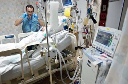 RECARBRIO est notamment indiqué dans le traitement des pneumonies nosocomiales, dont les pneumonies acquises sous ventilation mécanique chez les adultes (illustration).