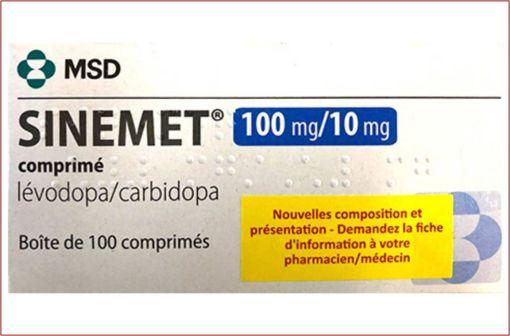 Nouvelle boîte de SINEMET 100 mg/10 mg comprimé avec l'étiquette mentionnant les modifications (illustration).