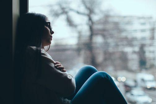 Enfants, adolescents, jeunes adultes et COVID-19 : des conséquences psychiatriques préoccupantes (illustration).
