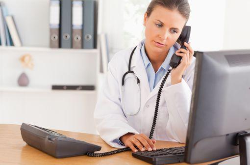 Les téléconsultations américaines associent appel téléphonique et vidéo via un ordinateur, une tablette ou un smartphone (illustration).