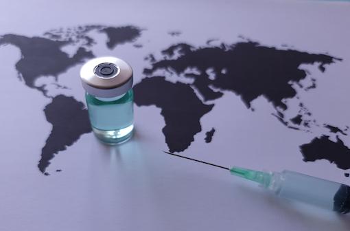 Un bénéfice qui dépendra aussi de la généralisation de la vaccination à l'ensemble de la planète (illustration).