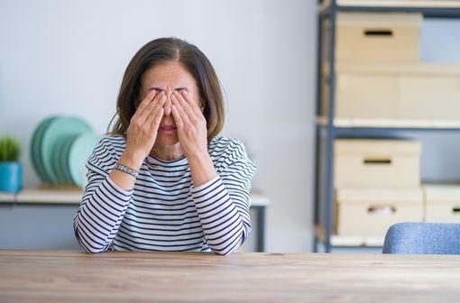 La sécheresse oculaire vient de la mauvaise qualité et/ou d'une production de larmes insuffisante chez un individu (illustration).