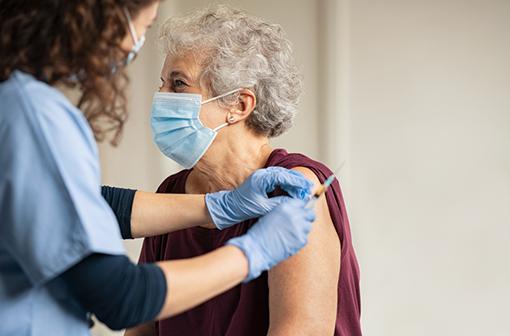 Que penser des usages hors AMM proposés pour les vaccins contre la COVID-19 ? (illustration).