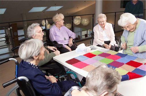 Atelier couture particulièrement prisé des résidentes de la Villa du Tertre, établissement situé dans l'Aube,