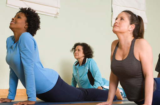 Le yoga paraît aussi efficace, sur le plan fonctionnel, que la kinésithérapie pour soulager les lombalgies (illustration).