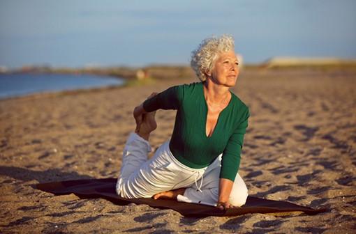 La pratique du yoga semble bénéficier aux personnes souffrant d'arthrose