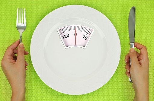 L'anorexie mentale se caractérise notamment par une restriction alimentaire forte, avec rituels, pulsions de contrôle, etc. (illustration).