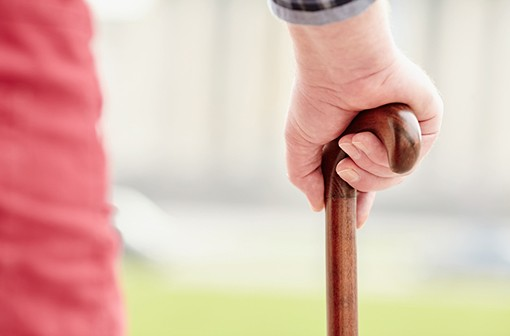 Les douleurs liées à l'arhtorse de hanche et:ou de genou peuvent être très invalidantes (illustration).