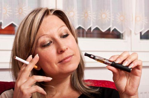 La cigarette électronique a été inventée en 2003 par Hon Lik, ancien pharmacien et ingénieur chinois. Sa place dans le sevrage tabagique n'est pas encore définie.