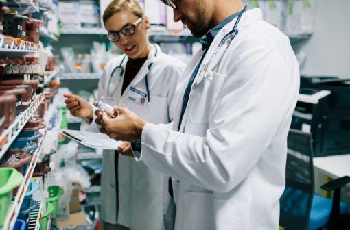 La gestion des stocks de médicaments d'intérêt thérapeutique majeur constitue une véritable préoccupation de santé publique (illustration).