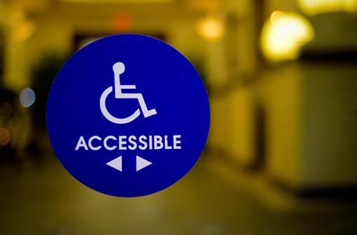 Trop d'établissements encore inaccessibles aux personnes handicapées