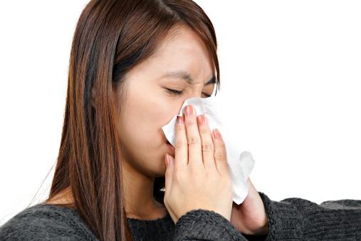 FERVEX et FERVEX ENFANT sont des médicaments du rhume en association (phéniramine, paracétamol, acide ascorbique).