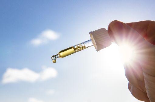Une quantité suffisante de vitamine D est nécessaire durant la petite enfance afin d'éviter le rachitisme (illustration).